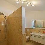 Erdgeschoss Bad zu Doppelzimmer Nr. 2