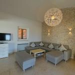 Erdgeschoss Wohnzimmer mit Ausziehcouch und LED-TV